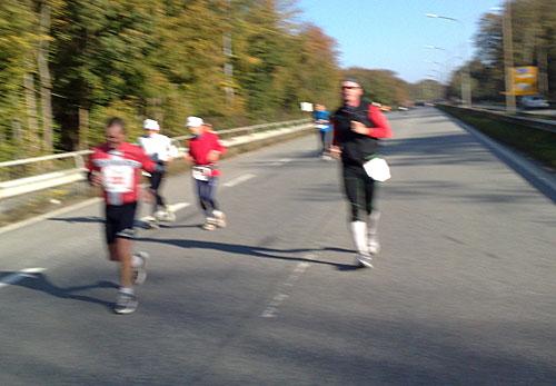 Marathon-Läufer auf der Travemünder Allee