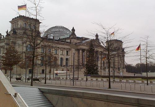 Reichstag mit Weihnachtsbaum
