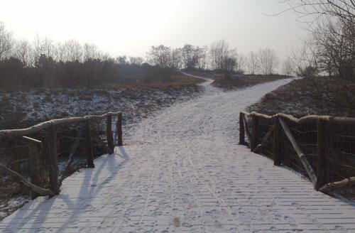 Brücke mit darauffolgendem Anstieg