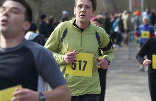 Läufer im Ziel des 10-km-Lauf