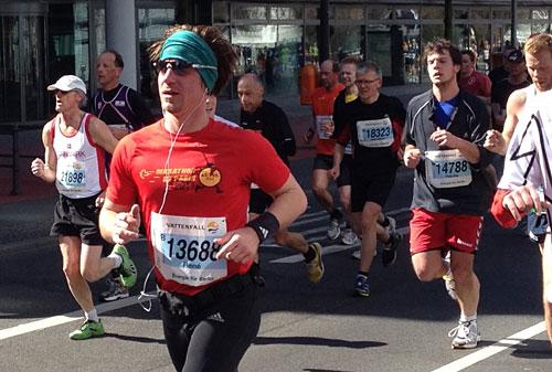 Läufer mit Kopftuch beim Berlin-Halbmarathon