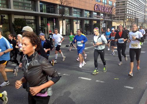 Läuferinnen und Läufer beim Berlin-Halbmarathon