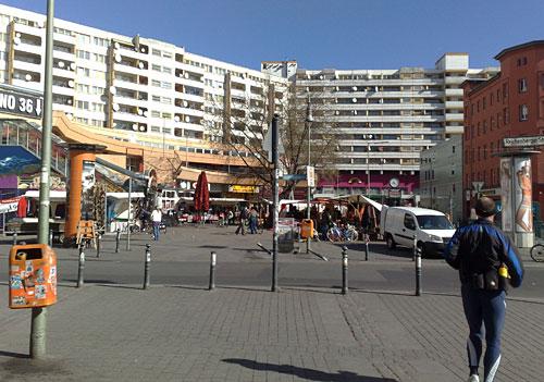 Markt und Hochhaus