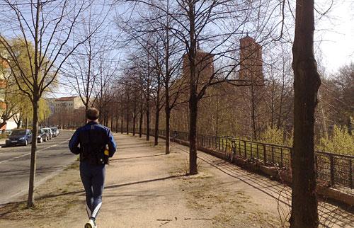 Läufer mit Kirche