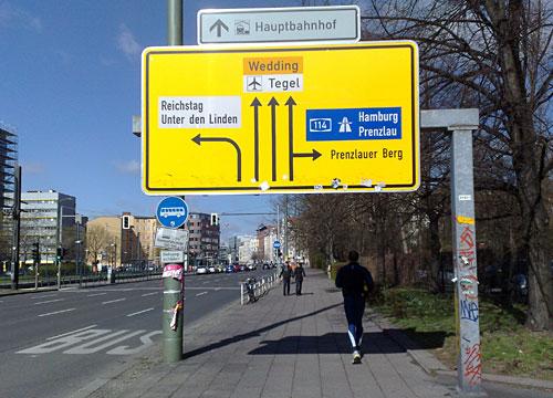 Schild über Läufer