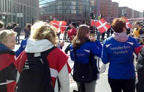 Dänische Fans am Streckenrand des Berlin-Halbmarathon