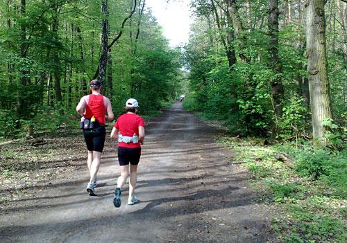 Läufer und Läuferin auf dem Königsweg