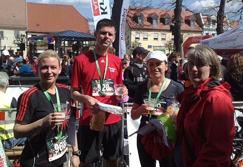 Läufer im Ziel des Spreewald-Halbmarathon 2012