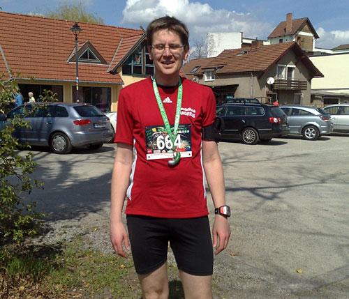 Läufer mit Gurken-Medaille