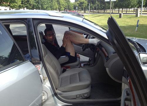 Entspannter Läufer im Auto