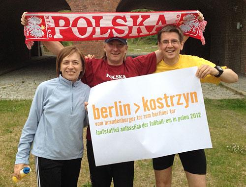 Läufer der Lauf-Staffel Berlin-Kostrzyn am Berliner Tor in Kostrzyn