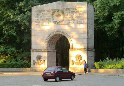 Tor am Treptower Park