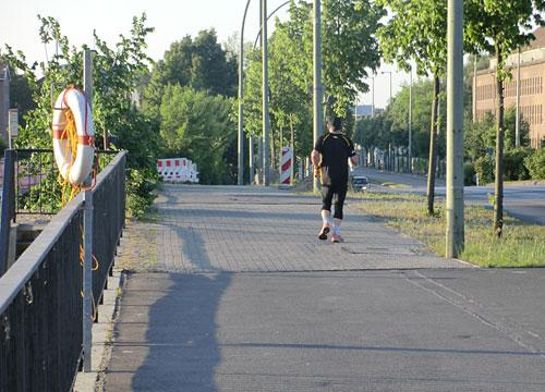 Läufer auf Brücke in Köpenick