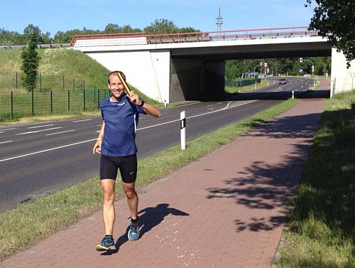 Läufer auf Radweg