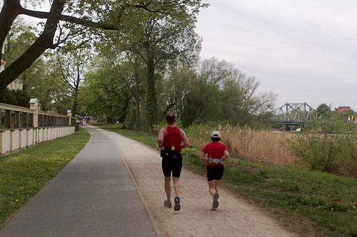 Läufer mit Glienicker Brücke