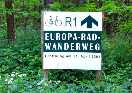 Schild Europa-Rad-Wanderweg R1