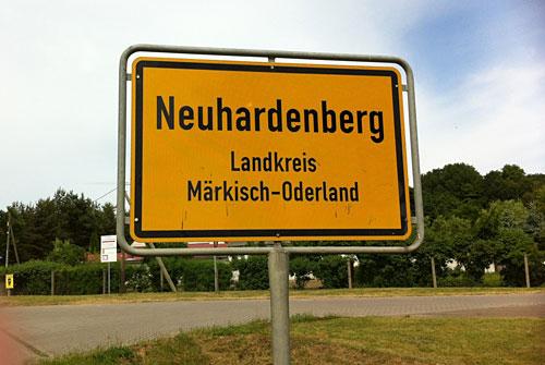 Ortsschild Neuhardenberg