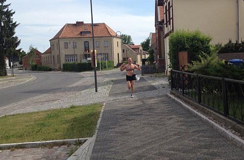 Läufer der Laufstaffel von Berlin nach Kostrzyn in Letschin