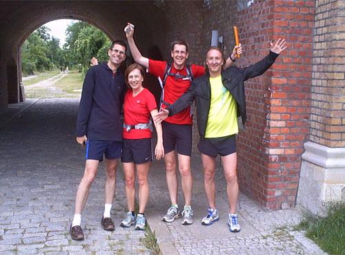 Läufer des Staffel-Laufs von Berlin nach Kostrzyn