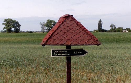 Schild zum Oderdamm