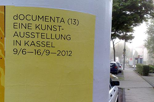documenta-Plakat an einer Litfaßsäule