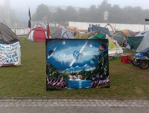 Occupy-Camp auf dem Friedrichsplatz mit Gemälde