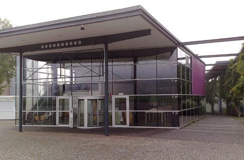 documenta-Halle mit Eingang