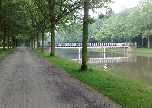 Hirschgraben mit Brücke in der Karlsaue in Kassel