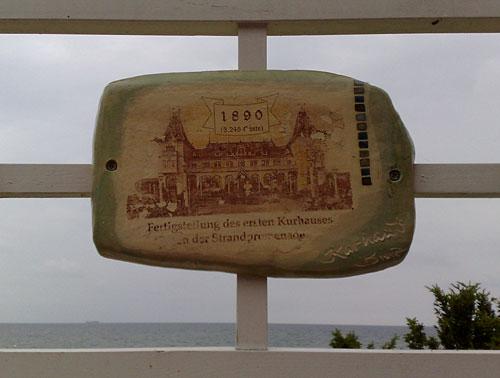 Keramik-Tafel mit historischem Binz-Motiv