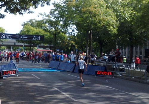 Läuferin kurz vor dem Ziel
