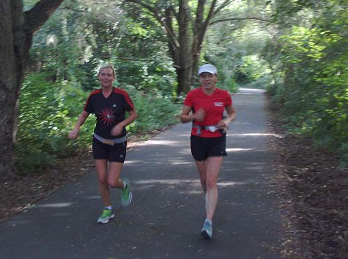 Lächelnde Läuferinnen