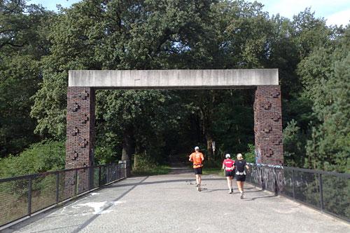 Läufer auf Brücke bei Dreilinden