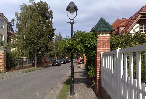 Läufer in Villen-Straße