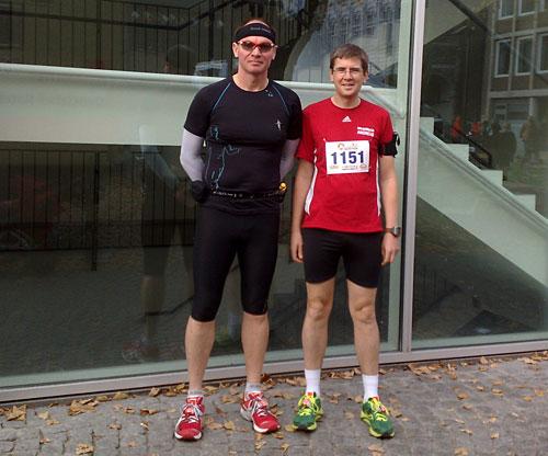 Zwei Läufer im Startbereich