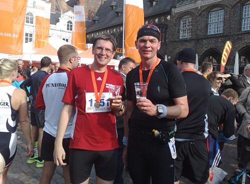 Halbmarathon-Finisher auf dem Lübecker Marktplatz