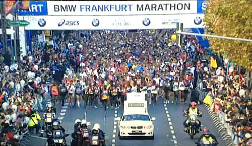 Läufer beim Frankfurt-Marathon-Start