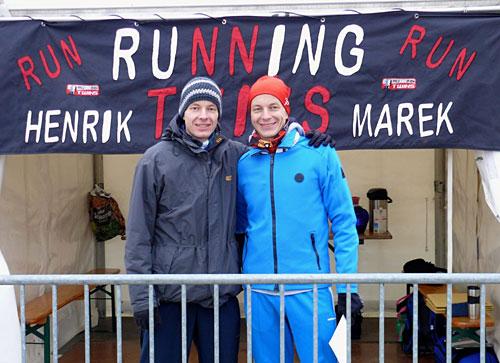 Läufer vor Zelt der Berliner Marathonstaffel