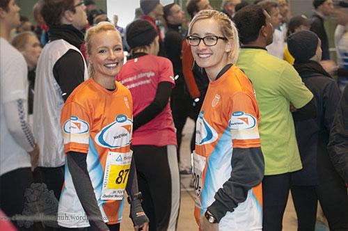 Zwei lächelnde Läuferinnen