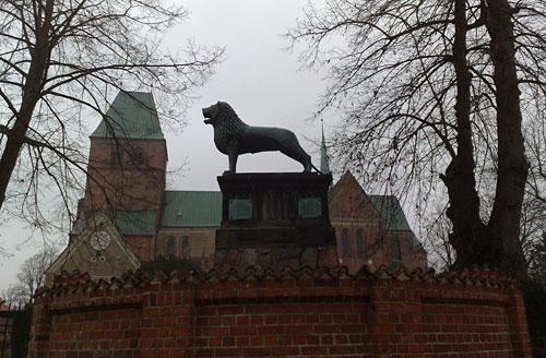 Braunschweiger Löwe vor dem Ratzeburger Dom