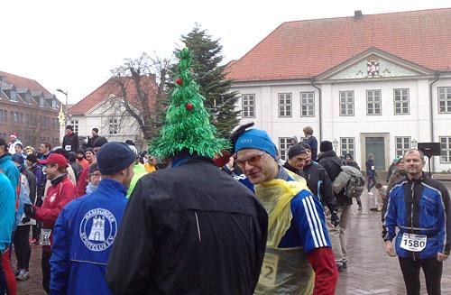 Läufer mit Tannenbaumhut