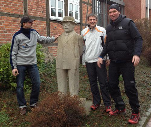 Läufer mit Statue