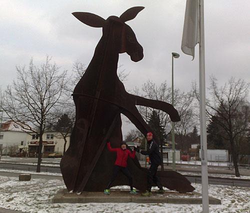 Denkmal Goldener Esel / Rostesel in Britz