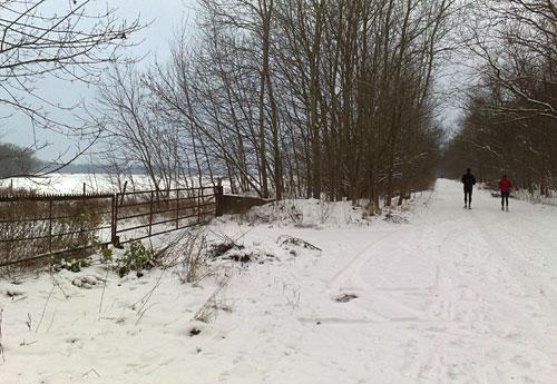 Auf Schnee laufen ist anstrengender als gewohnt