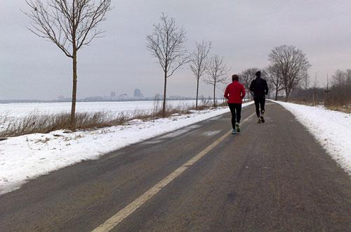 Laufen auf der alten B101 in Richtung Berlin