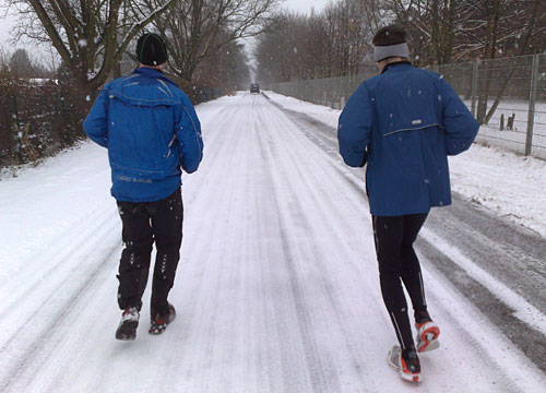 Läufer bei Schneetreiben