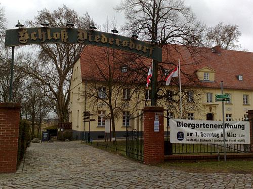 Eingang zum Schloss Diedersdorf