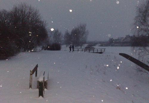 Läufer bei Schnee im März