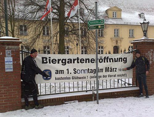 Biergarteneröffnung im Schnee