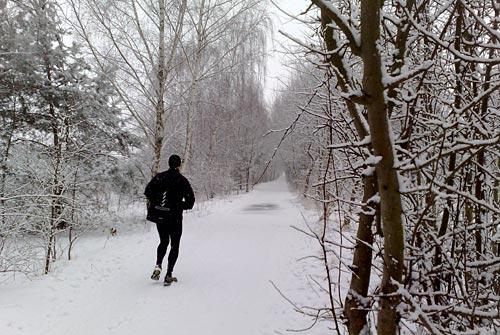 Laufen bei Schnee am Karfreitag vor Ostern