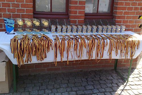 Die Medaillen liegen bereit